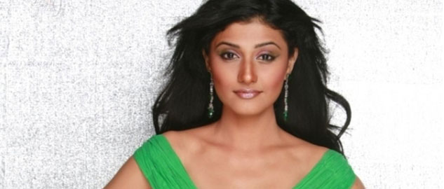 Ragini Khanna grooves to a dance number...