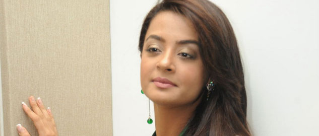 actress surveen chawla wants to do seasonal shows
