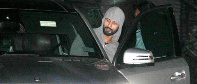 What made Shahid Kapoor hide inside a salon for two hours?