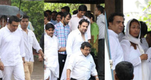 Govinda, Karan Singh Grover and other celebs attend Krushna Abhishek's father's funeral ceremony.