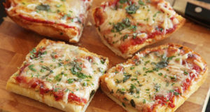 #Checkout How to make Bread Pizza on Tawa at home!